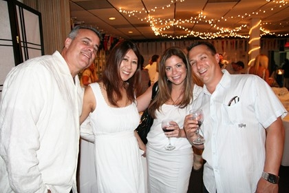 A Night in White 2011 | Travelers Aid San Diego